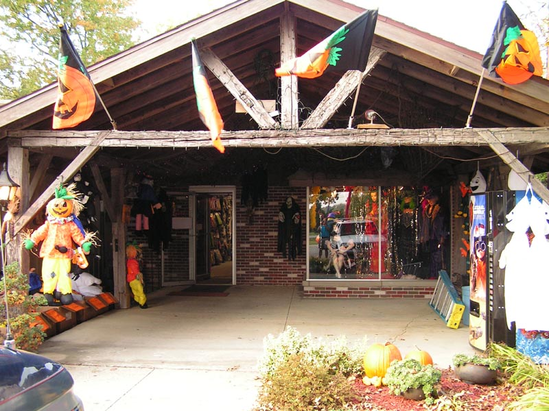 Costume Holiday House, Fremont OH