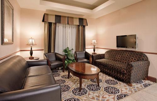 Holiday Inn Express & Suites Mcpherson, McPherson KS