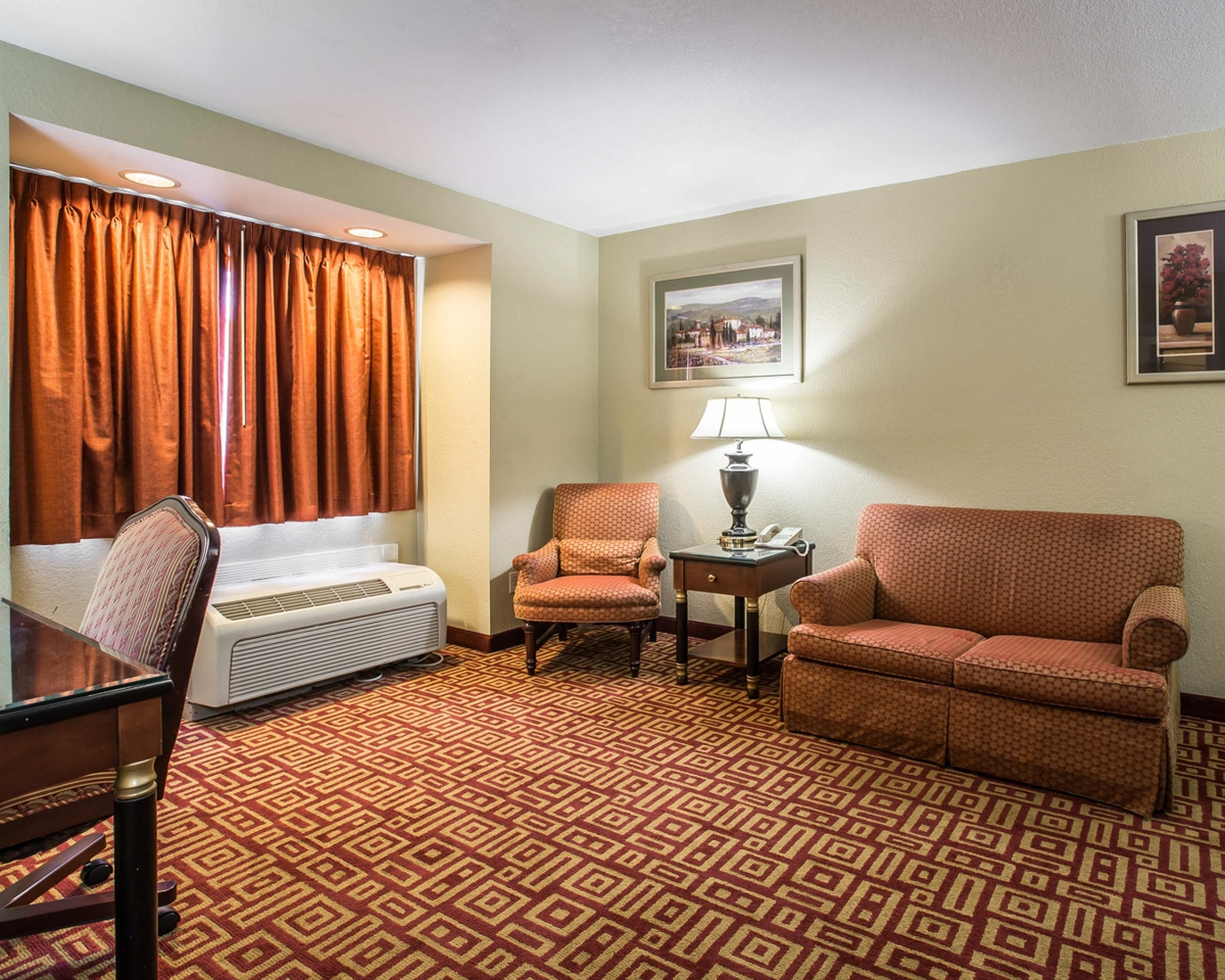 Pictures Econo Lodge Inn Amp Suites Greenville Sc 29615