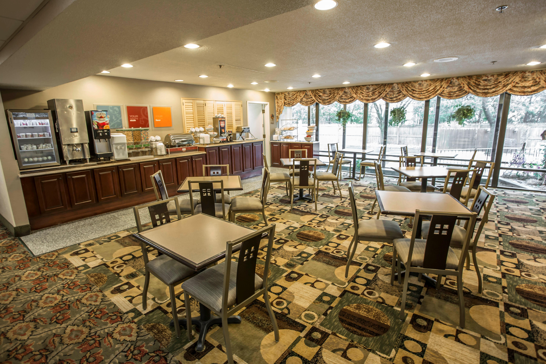 Comfort suites oakbrook terrace il 60181 for 1 oakbrook terrace
