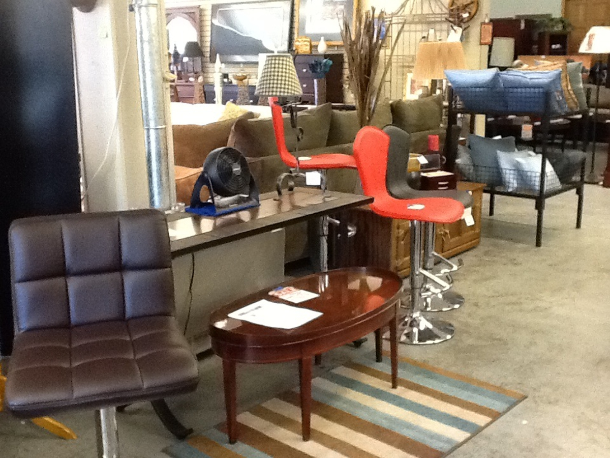 Pictures Furniture Plus Consignment Warehouse Inc Puyallup Wa 98372