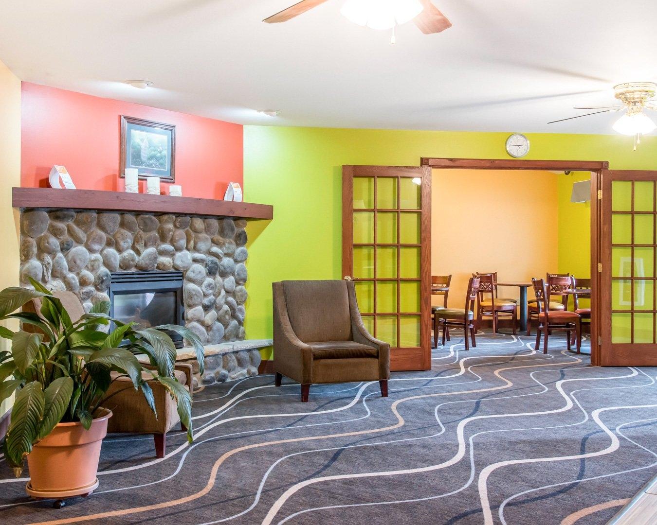 Econo Lodge Inn & Suites, Eau Claire WI