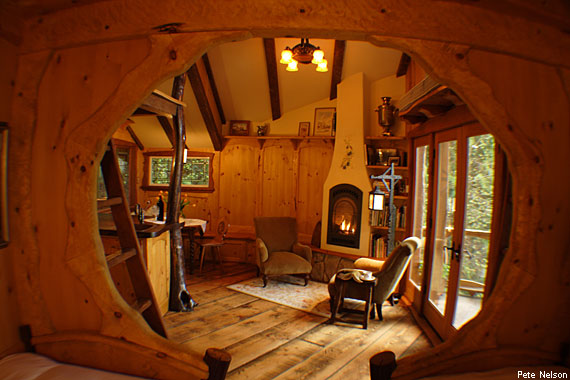 570-380-heidi-treehouse-living-room