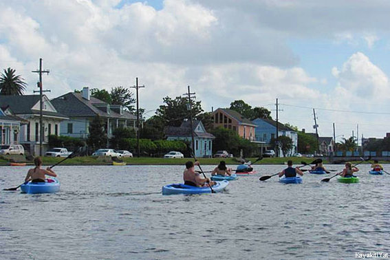 570-380-Urban-Kayaking_CR_Photo-courtesy-of-KayakitiYat