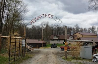 Hovatters Wildlife Zoo - Kingwood, WV. Main entrance