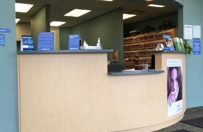 Aspen Dental - Cleveland, OH. Front desk