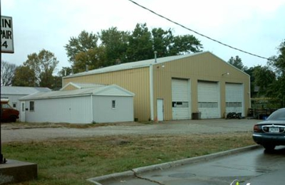 Smith's Collision Center - Indianola, IA