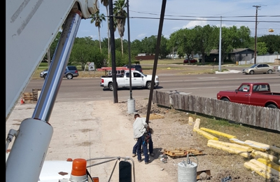 Noe's Electric & A/C Service - Weslaco, TX. Light pole and Carne services..