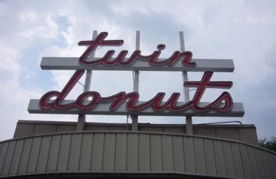 Twin Donuts - Allston, MA
