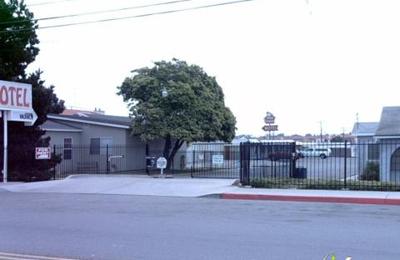 Farmhouse RV & Mobile Home Park - Chula Vista, CA