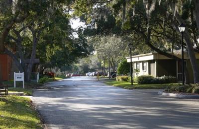 Oak Manor Senior Living Community - Largo, FL