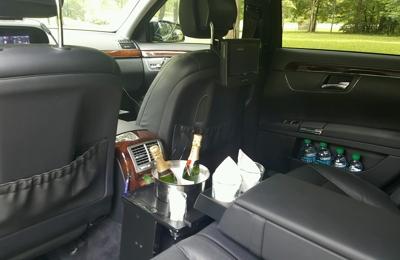 COLUMBUS MERCEDES BENZ S550 VIP UPSCALE BLACK CAR LIMOUSINE SERVICE    Columbus, GA