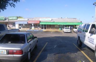 La Esquinita Habanera Restaurant - Miami, FL