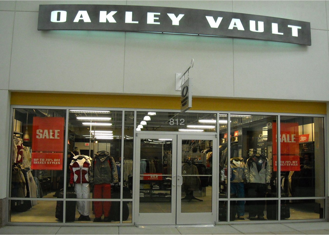c3ccb07b23 Oakley Vault 1 Premium Outlet Blvd Ste 812