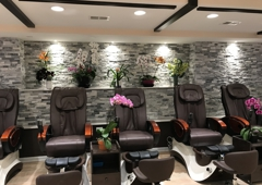 Vickies Nail Spa - Chicago, IL