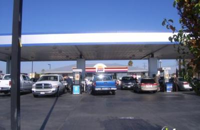 Arco 6020 N Blackstone Ave Fresno Ca 93710 Yp Com