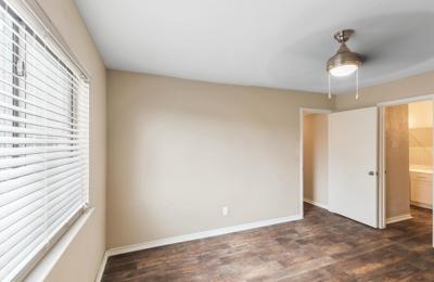 Lake Village West Apartments - Garland, TX