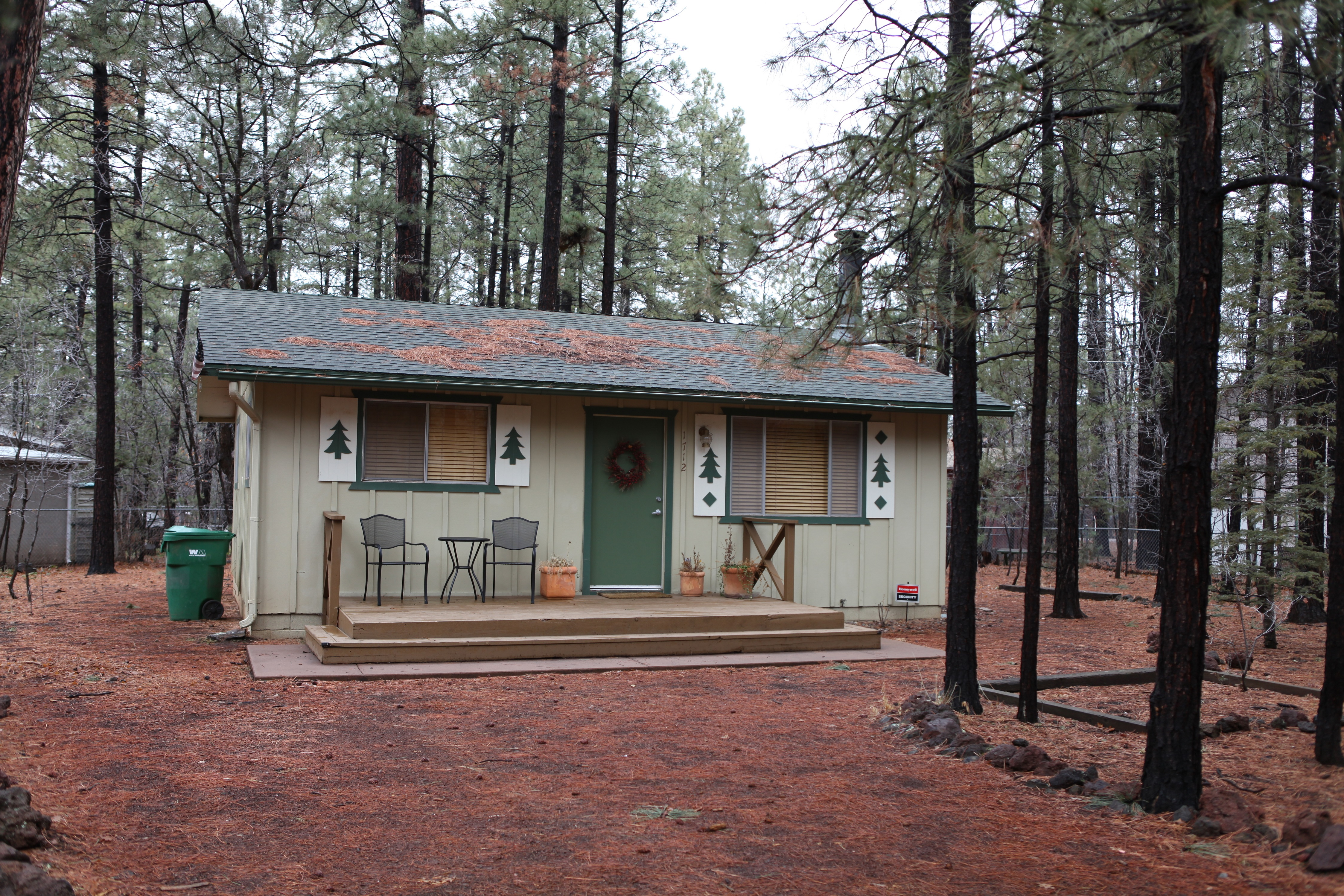 space house foot videos tiny video square to large pinetop in a small hgtv cabins how live