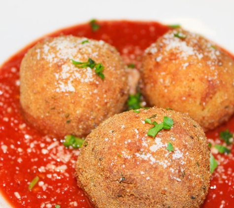 Avicolli's Restaurant and Pizzeria - Liverpool, NY