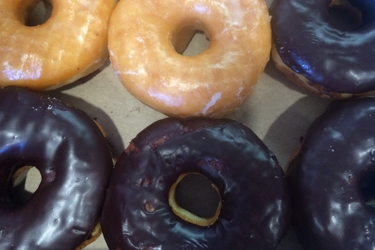 4/6! 4 chocolate donuts and 2 glazed donuts! Yum!