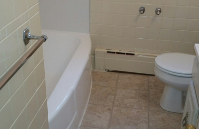Amazing Reglazing   Richmond, KY. Refinished Tub White And Bathroom Wall  Tile Biscuit.
