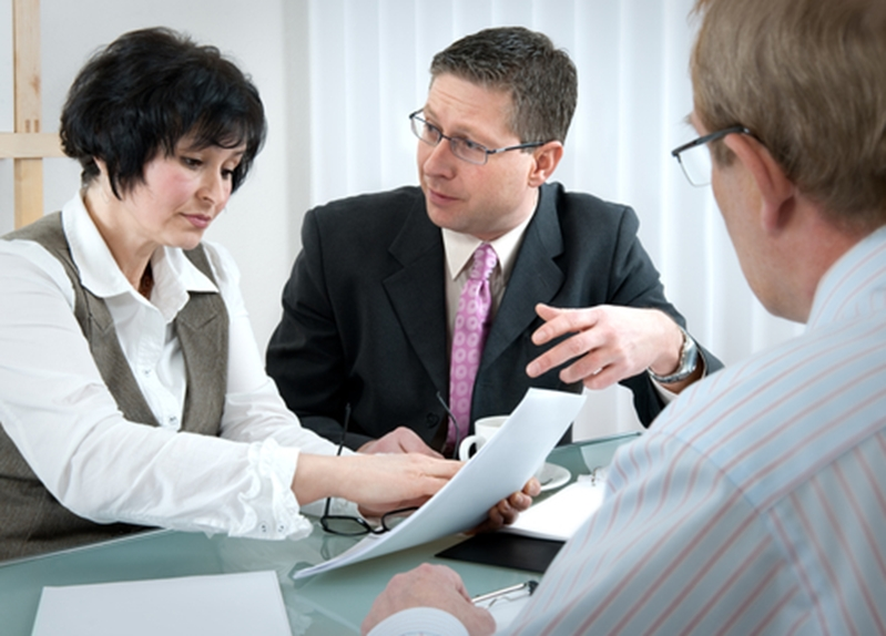 A divorce lawyer can provide legal counsel to couples considering separating.