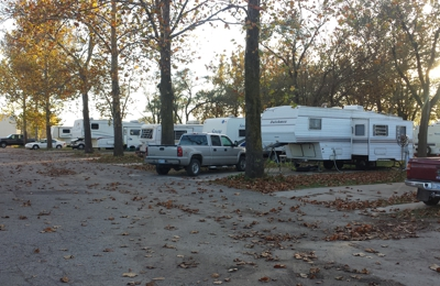 Sycamore Acres Apartments & RV Park - Topeka, KS