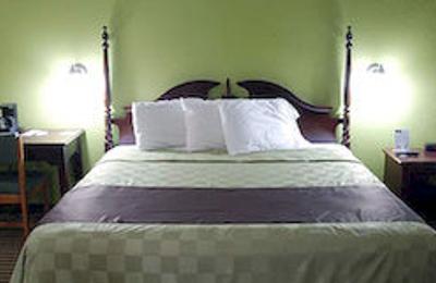Hometown Inn & Suites - Cedar Rapids, IA