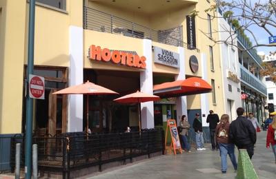 Hooters - Santa Monica, CA