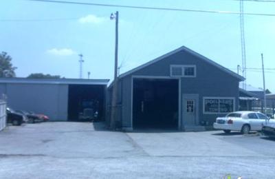 Poelker's Garage Inc - Belleville, IL