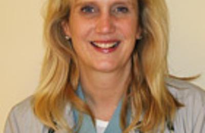 Linda E Mueller MD - Naperville, IL