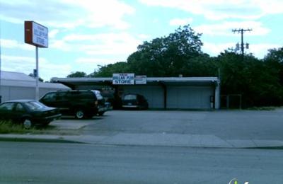 Yam Dollar Plus Store - San Antonio, TX
