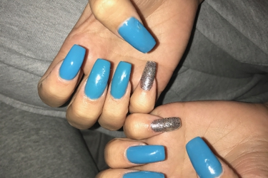 In the photo you can see the different nail shape, the nails that have 2 darker blue on them, and they weren't dry after 30 min