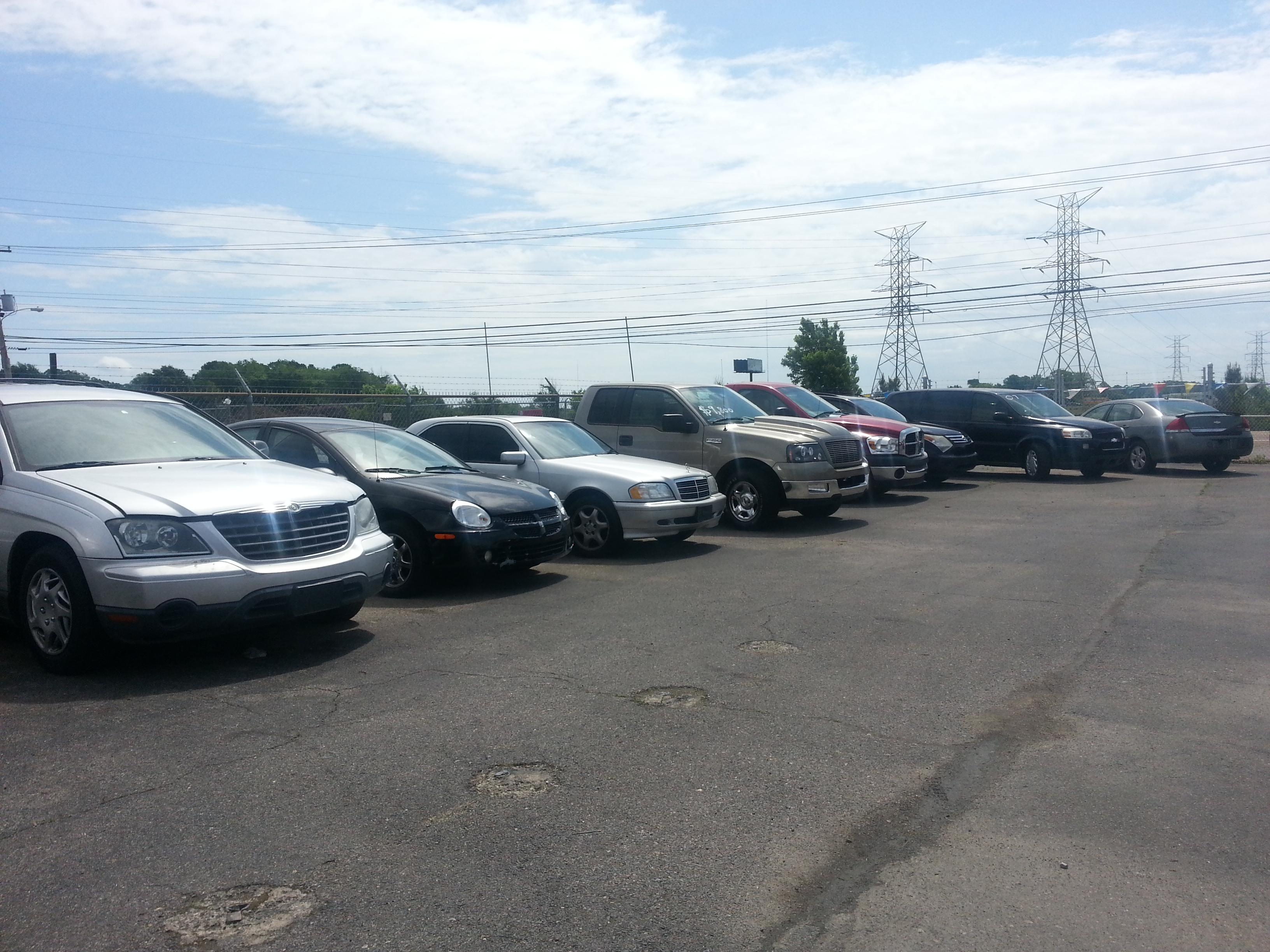 Car Lots Summer Avenue