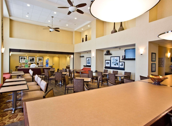 Hampton Inn & Suites Oakland Airport-Alameda - Alameda, CA
