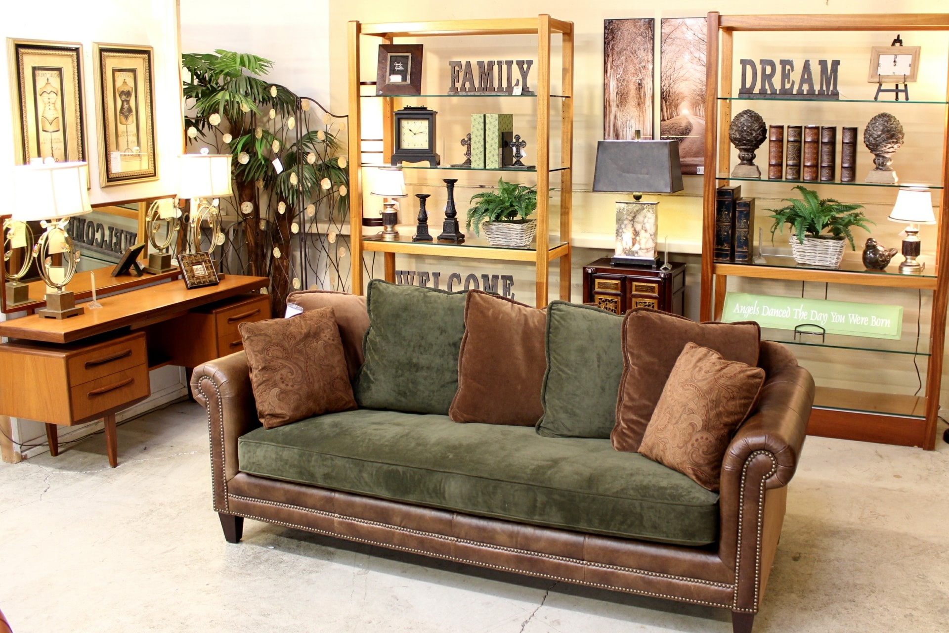 Upscale Consignment Furniture & Decor Gladstone OR YP
