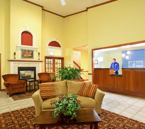Holiday Inn Express Watertown - Watertown, WI