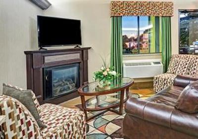 Baymont Inn & Suites 105 Commercial Dr, Harrodsburg, KY