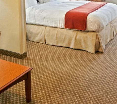 Holiday Inn Express & Suites Fairbanks - Fairbanks, AK