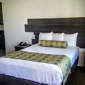 Glen Capri Inn & Suites-Winchester Ave - Glendale, CA