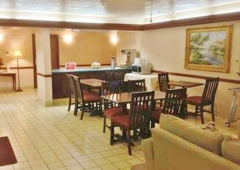 Country Hearth Inn & Suites - Washington Court House - Washington Court House, OH