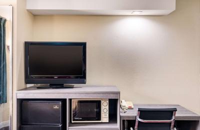 Econo Lodge Inn & Suites Richardson-Dallas - Richardson, TX