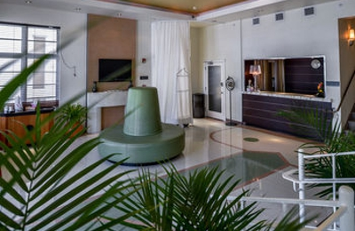 Crescent Deluxe Suites - Miami Beach, FL