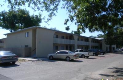 Jackson Plaza Apartments - Fort Myers, FL