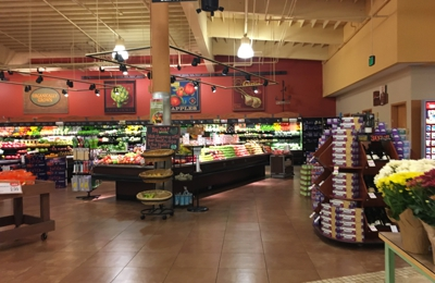 Raley's Supermarket - South Lake Tahoe, CA. Produce section