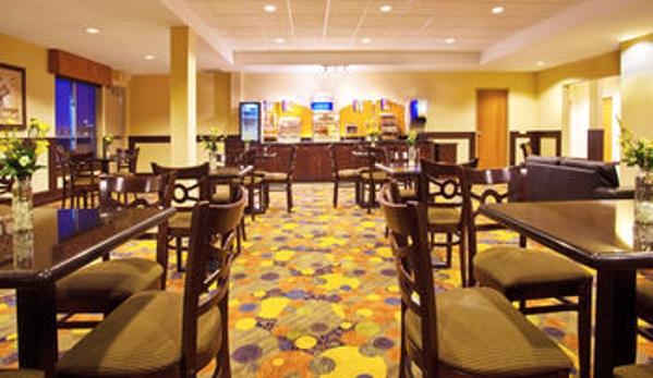Holiday Inn Express & Suites Chicago North-Waukegan-Gurnee - Waukegan, IL