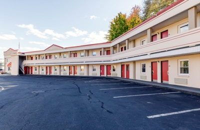 Econo Lodge - West Springfield, MA