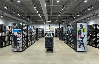 Siesta Matón morir  Converse Factory Store 80 Premium Outlets Blvd Ste 715, Merrimack, NH 03054  - YP.com